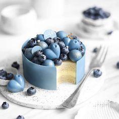 Dairy Free White Chocolate, White Chocolate Cake, Sleepover Food, Chantilly Cream, Raw Cake, Fondant, Small Desserts, Blueberry Cake, Dessert Decoration