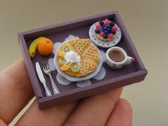 Mini Clay Continental Breakfast Tray by Shay Aaron -- so freaking cute! Miniature Crafts, Miniature Food, Miniature Dolls, Barbie Food, Doll Food, Polymer Clay Miniatures, Polymer Clay Crafts, Dollhouse Miniatures, Mini Choses