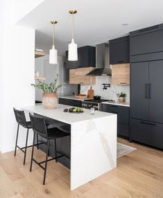 Fantastic kitchen style are available on our web pages. Have a look and you will not be sorry you did. Apartment Kitchen, Home Decor Kitchen, New Kitchen, Kitchen Ideas, Small Condo Kitchen, Condo Kitchen Remodel, Loft Kitchen, U Shaped Kitchen, Studio Kitchen