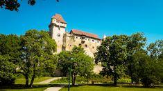 Cześć już piątek . Na blogu jest nowy wpis . Zwiedzamy kolejny zamek i podziwismy piekne widoki . Niedaleko od Wiednia znajduje sie oto to piekne zamczysko . Gdzie był nie jeden film nagrywany . Gdzie możesz przyjechac pospacerować , odpoczać w ciszy i delektowac pieknymi widokami . #nadbrzegiemdunaju #zamek #nowywpis #blogger #blogpodrozniczy #schloss #schlosslichtenstein #travel #polishblogger #zamekliechtenstein #live #zwiedzanie #austria🇦🇹 #österreich #widok #jestpieknie😍 Mansions, House Styles, Home Decor, Luxury Houses, Interior Design, Home Interior Design, Palaces, Mansion, Mansion Houses