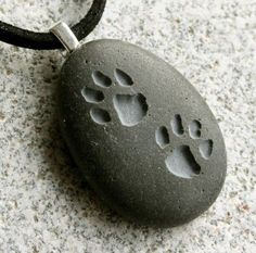 Puppy Pawprints Necklace - Engraved custom necklace - Double Sided Engraved beach pebble pendants - Tiny PebbleGlyph (C) by sjEngraving Ideas Dremel, Dremel Projects, Dremel Tool, Stone Necklace, Stone Jewelry, Pendant Necklace, Engraved Necklace, Bijoux Diy, Rock Crafts