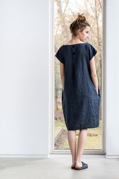 Charcoal linen dress with decorative buttons par notPERFECTLINEN