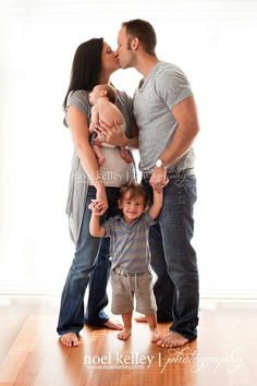 newborn/family photo- totally going to to this with our next baby!