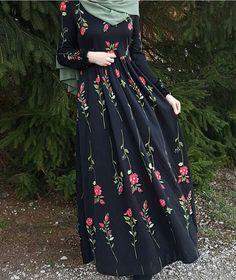 Elegant look ✨ Hijab Style Dress, Modest Fashion Hijab, Abaya Fashion, Fashion Dresses, Modern Hijab Fashion, Hijab Outfit, Women's Fashion, Fashion Trends, Muslim Women Fashion