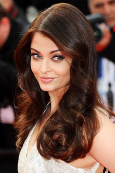 Cannes Film Festival 2014 | The Search premiere – May 21 2014  Aishwarya Rai's eyes were defined in sapphire and bronze, whilst her hair was curled and parted at one side.