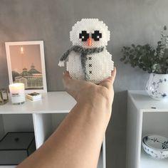 Den lille snemand er nu klar til jer!Tak for alle de søde ord til ham på Instagram og Facebook, I er så søde til at rose.Til at begynde med vil jeg sige man skal have tungen lige i munden, når man skal sætte snemanden sammen, det kan godt drille lidt.Har du svært ved at sætte d