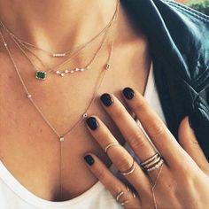 Beautiful 43+ Beautiful Stacked Jewelry Ideas For Cool Women https://www.tukuoke.com/43-beautiful-stacked-jewelry-ideas-for-cool-women-4120
