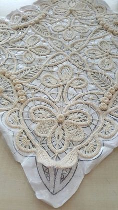 IRISH CROCHET LACE--looks more like Romanian point lace to me. Not sure that I've ever seen this braid in Irish crochet before Filet Crochet, Irish Crochet, Crochet Doilies, Crochet Lace, Crochet Stitches, Freeform Crochet, Russian Crochet, Lace Embroidery, Embroidery Stitches