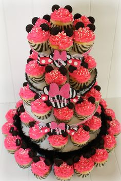 Decorate cupcake tower from hobby lobby. Zebra cupcake liners. Minnie Mouse, Mickey Mouse, Disney, red, rojo, party, fiesta, birthday, cumpleaños, mesa dulce, candy bar, dulce, dulces, sweet, sweets, infantil, niños, infancia, child, children, childhood, inspiración, inspiration, idea, ideas, cupcakes, magdalenas, muffins
