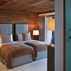 Color inspiration for Loft spare bedroom. Chalet Design, Chalet Interior, Interior Design Living Room, Hotel Ski, Cabin Interiors, Cabins And Cottages, Beautiful Bedrooms, Bedroom Decor, Decoration