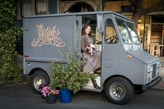Petaler, we love seeing her cute little truck in our market!The Petaler, we love seeing her cute little truck in our market! Flower Truck, Flower Cart, Trees With White Bark, Little Truck, Black Pergola, Flower Studio, Flower Stands, Most Beautiful Flowers, Garden Shop
