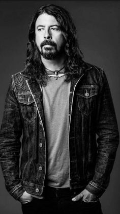 I still think that this is the best picture of Dave! All categories😍🔥🤘🏼 Foo Fighters Dave Grohl, Foo Fighters Nirvana, Most Beautiful Man, Beautiful People, Taylor Hawkins, Music Pics, Chris Cornell, Rock Legends, Ex Husbands