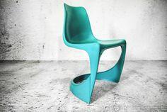 Kultowe krzesła stołowe zaprojektowane dla manufaktury Cado w 1966 roku przez…