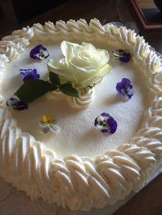 Kakku kukkasilla Desserts, Food, Tailgate Desserts, Deserts, Essen, Postres, Meals, Dessert, Yemek