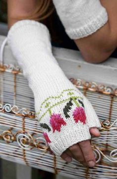 Freebie Friday: Floral Knits Free knitting pattern for Tulip Fingerless Mitts Fingerless Gloves Knitted, Crochet Gloves, Knit Mittens, Loom Knitting, Knitting Patterns Free, Free Knitting, Free Pattern, Crochet Motifs, Pom Poms