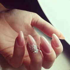 Wedding nails are considered an art expression to many brides nowadays. This wedding nail art is not just a simple wedding manicure that adds beauty to women's wedding dresses or another fashion trend. 3d Nail Designs, Flower Nail Designs, 3d Flower Nails, Nail Art Flowers, Acrylic Flowers, Nagellack Design, Bride Nails, Wedding Nails Design, Stiletto Nails