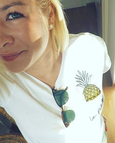 ANANAS ûberall ️  #accessories #accessory #ananas #daily #details #detailsoftheday #fashion #fwis #goodmorning #instadaily #instafashion #ootd #outfit #rayban #shirt #sunglasses #swiss #tshirt #unterwegs #zürich