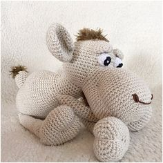Camel crochet pattern amigurumi pdf tutorail in Dutch,French Deutsch and English US-terms
