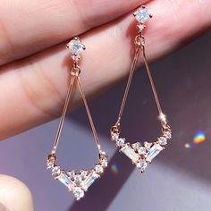 Indian Jewelry Earrings, Jewelry Design Earrings, Gold Earrings Designs, Ear Jewelry, Cute Jewelry, Jewelry Accessories, Antique Jewellery Designs, Fancy Jewellery, Stylish Jewelry