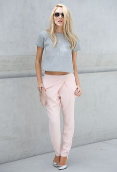 Check out These Super Sweet Pastel Street Style Looks for Outfit Inspiration . Passion For Fashion, Love Fashion, Fashion Looks, Suit Fashion, Runway Fashion, Fall Fashion, Mode Style, Style Me, Look Rose