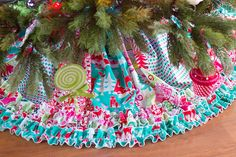 The Queen Bee Clotherie stops by the CKC blog with this gorgeous, free rufffled tree skirt tutorial.