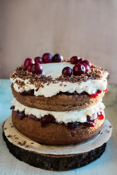 Gingerbread tiramisu with cranberry jam tart