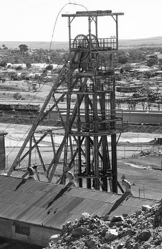 Old Mine Broken Hill, NSW, Australia My Dad's father worked in the mines died of the miner's disease back in the old days. Magic Memories, The Old Days, Yearning, South Wales, Abandoned Places, Golden Gate Bridge, Countries, Swimming Pools, Scenery