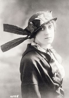 1913-1915: Portraits of Women in Awesome hats
