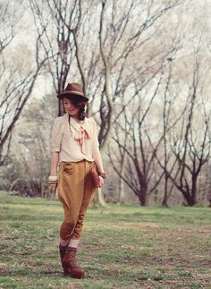 Shan Shan wears the most incredible equestrian-inspired looks and, in this instance, I love how the neutral pieces like the romantic blouse, caramel shoes, and dapper hat are punctuated by more vibrant jewelry.
