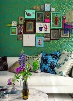 The bohemian decor is unconventional, artsy, relaxed and chilled. If you'd hate to have a room from the IKEA catalog . Read moreThis is Why Bohemian Decor is So Brilliant Living Room Green, My Living Room, Living Spaces, Bedroom Green, Black Bedrooms, Cozy Living, Photowall Ideas, Style At Home, Deco Boheme