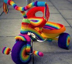 Fuente: http://ingridmatthews.tumblr.com/post/43307147947/trike-yarn-bomb