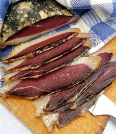 How To Make Dried Duck Breast Eatwell Com - T Oday I Propose An Extremely Simple Recipe Ideal For Renewing Your Drinks And Impress Your Friends The Ingredients Are Very Simple A Good Duck Breast Coarse Salt Herbs Spices And Two W Jerky Recipes, Meat Recipes, Cooking Recipes, Carne, Duck Breast Recipe, Goose Recipes, Charcuterie Cheese, Ras El Hanout, Lunch Snacks
