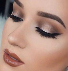 Love her eyeshadow!!
