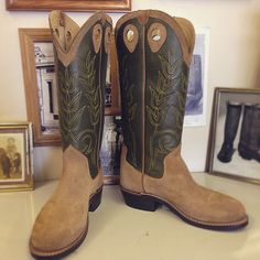 Cowboy Boot withForest tops with yellow stitching and saddle anvil rough out steer vamps. #beckcowboyboots #beckboots #customboots #boots #cowboyboots #handmadecowboyboots #madeintexas