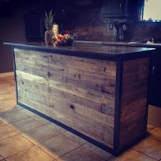 Shed DIY - bar et tabouret en palette bois Now You Can Build ANY Shed In A Weekend Even If You've Zero Woodworking Experience! Diy Kitchen Island, House Design, Home Projects, Home Remodeling, Wood Pallets, Home Diy, Pallet Diy, Diy Kitchen, Rustic House