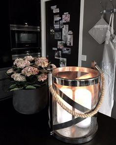 Kitchen details...  #lexingtoncompany #kvikskoyen #siemens #hortensia #blackdoor #interiorinspo #candlelight #villapaprika #interior123 #interior9508 #interior4all #kitchen #interiordesign #homesweethome #dittlillehjerterom #inspoonthedoor #darkinteriors #blackkitchen #vakrehjemoginterior