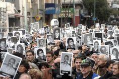 """Comunidad judía argentina no irá al acto por el Holocausto en la Cancillería http://www.ambitosur.com.ar/comunidad-judia-argentina-no-ira-al-acto-por-el-holocausto-en-la-cancilleria/ La comunidad judía argentina anunció hoy que no participará del acto por el Día de Conmemoración del Holocausto en la Cancillería, el próximo 27 de enero, por diversas """"molestias"""" y """"desacuerdos"""" con el Gobierno Nacional.     Las entidades centrales de la comunidad decidieron no partici"""