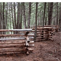 20 Astonishing Sloped Yard Fence Ideas For House Log Fence, Rustic Fence, Farm Fence, Fence Gate, Horse Fencing, Garden Fencing, Split Rail Fence, Sloped Yard, Building A Fence