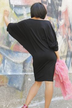 ERNA Pouco vestido de festa preto com decote oval por Comfortissimo