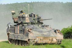 US – M2A3 Bradley IFV Bradley Fighting Vehicle, Armored Fighting Vehicle, Army Vehicles, Armored Vehicles, Bradley Ifv, Lav 25, Military Diorama, Military Photos, Panzer