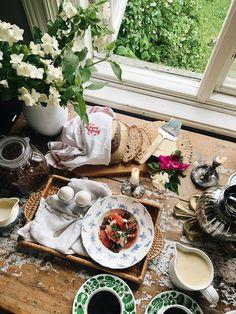 Elsa Billgrensblogg på Elle.se Table Settings, Table Decorations, Furniture, Elsa, Home Decor, Decoration Home, Room Decor, Place Settings, Home Furnishings