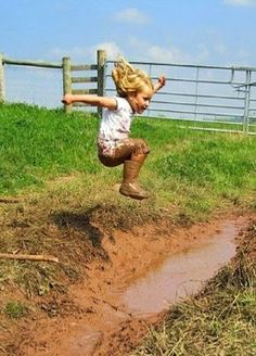 Country Kids - Fun in the mud. Precious Children, Beautiful Children, Country Life, Country Girls, Tanz Poster, Jolie Photo, Little People, Farm Life, Cute Kids