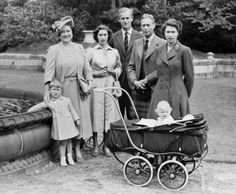 reine Élisabeth avec ses parents son mari et ses 2 enfants