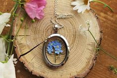 Etsy su https://www.etsy.com/it/listing/245665673/real-forgetmenot-locket-gifts-for-women