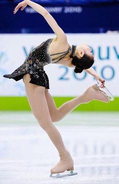 김연아 Kim Yuna, Art Poses, Drawing Poses, Figure Ice Skates, Figure Skating Outfits, Pose Reference Photo, Human Poses, Figure Poses, Poses References