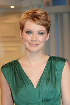 Pixie haircut round face