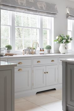 Cranbrook Project - Humphrey Munson Kitchens Quirky Kitchen, New Kitchen, Kitchen Dining, Kitchen Decor, Kitchen Cabinets, Kitchen Ideas, Kitchen Inspiration, Dining Room, Kitchen Designs