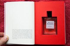 Maravilha *-* Quero um desse! Perfume com aroma de livro.