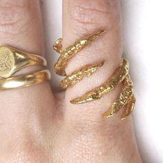 Gold Interlocked Claw Ring