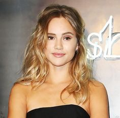 Loving Suki Waterhouse's tousled pinup look